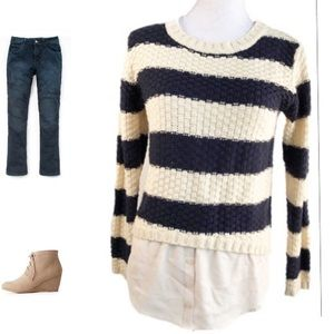 ⚠️CLOSET CLOSING Monteau crew neck striped sweater